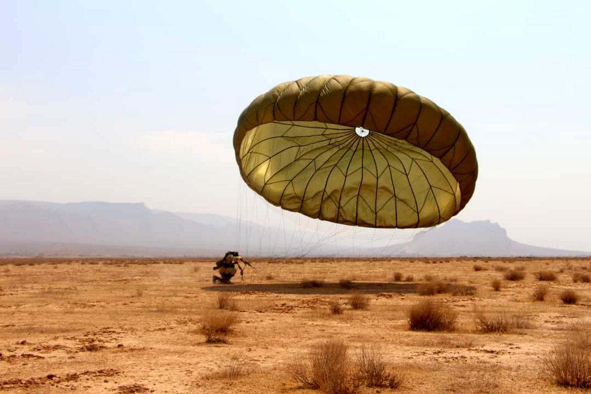 همه پرشهای چتربازان تیپ ۵۵ هوابرد با چترهای بومی انجام میشود