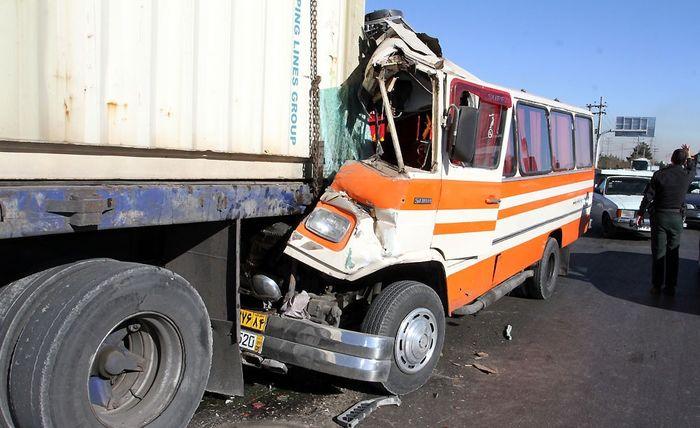 ۱۲ کشته و ۱۳ مصدوم در تصادف مینیبوس و تریلی