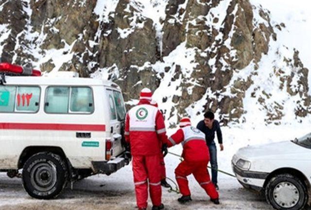 ۵۰ خودروی گرفتار در برف گردنه گاماسیاب نهاوند نجات یافتند