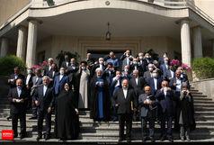 لحظه گرفتن عکس یادگاری در حاشیه آخرین جلسه دولت+فیلم