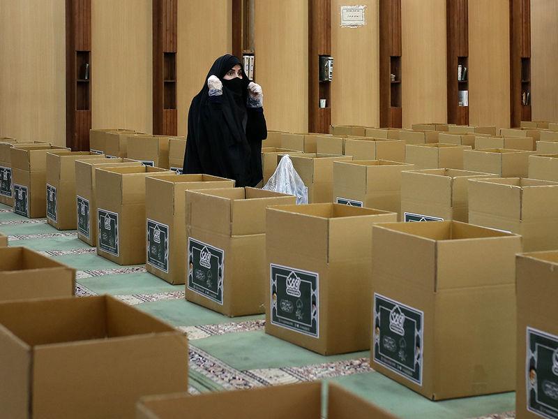 بسته بندی اقلام معیشتی در مسجد قدس