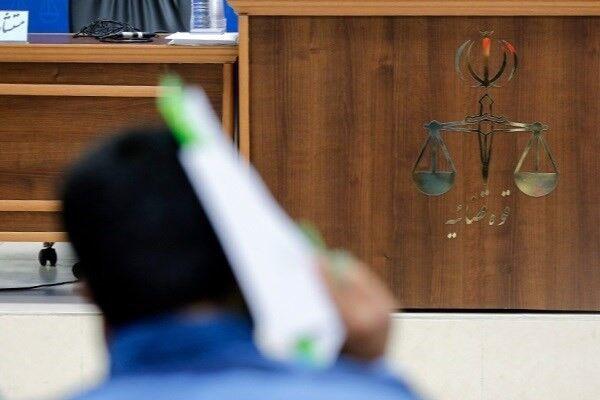 نماینده دادستان: برای فشار به دادگاه حقوق کارکنان را عقب می اندازید