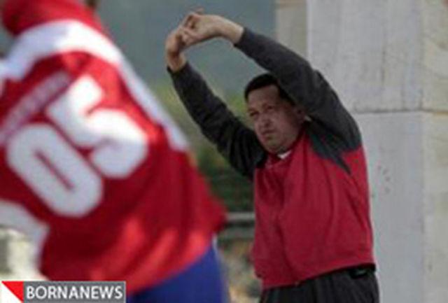 هوگو چاوز در حال تمرین ورزش پس از عمل جراحی سرطان+ عکس