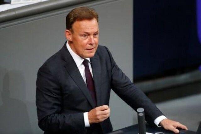 درخواست معاون رئیس پارلمان آلمان از آمریکا برای لغو تحریمهای ایران