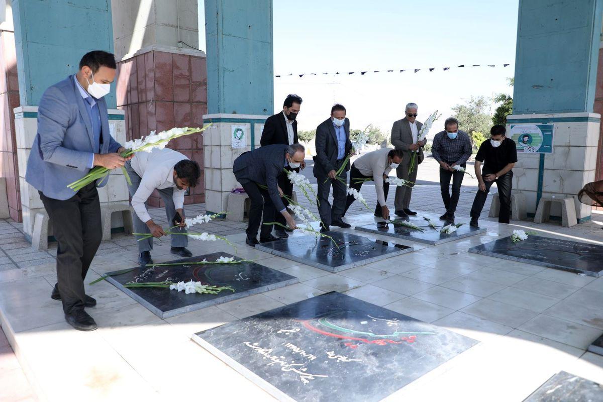 مدیران آب منطقه ای قزوین به شهدای جنگ تحمیلی ادای احترام کردند