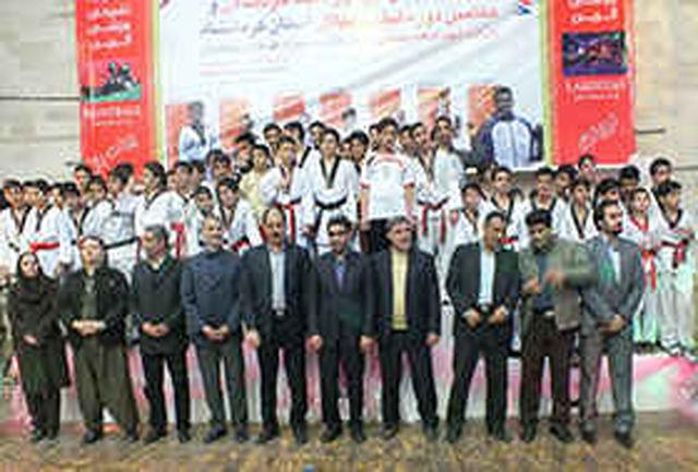 برگزاری همایش تجلیل از پیشکسوتان، داوران، مربیان، قهرمانان و تیمهای برتر تکواندو استان کرمانشاه