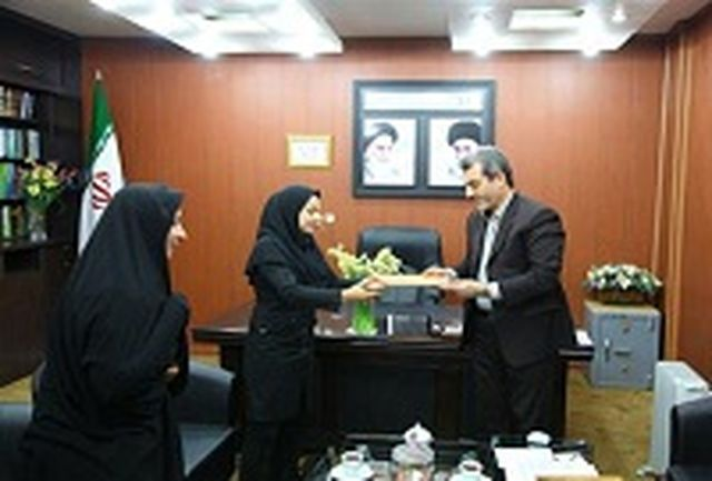 تقدیر مدیر کل آموزش وپرورش خوزستان از بانوی فرهنگی و نایب قهرمان مسابقات کاتای جهانی
