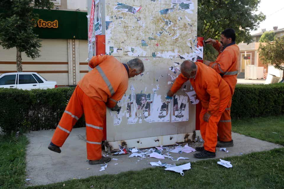 اقدام شهرداری بجنورد بر پاکسازی تبلیغات انتخاباتی از چهره بجنورد/کاندیداها برای پاکسازی همکاری کنند