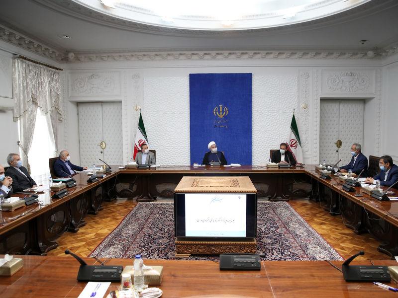دولت تا آخرین ساعت کار خود با همه توان انجام وظیفه میکند/ تصویب کلیات طرح فروش داخلی نفت در شورای هماهنگی اقتصادی سران قوا