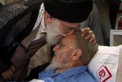 رهبر انقلاب بر پیکر علامه حسنزاده آملی نماز میخوانند