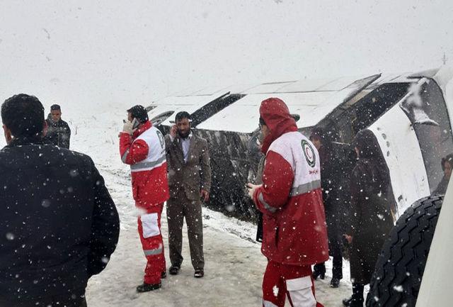 واژگون شدن اتوبوس حامل زائران نورآباد در ملایر