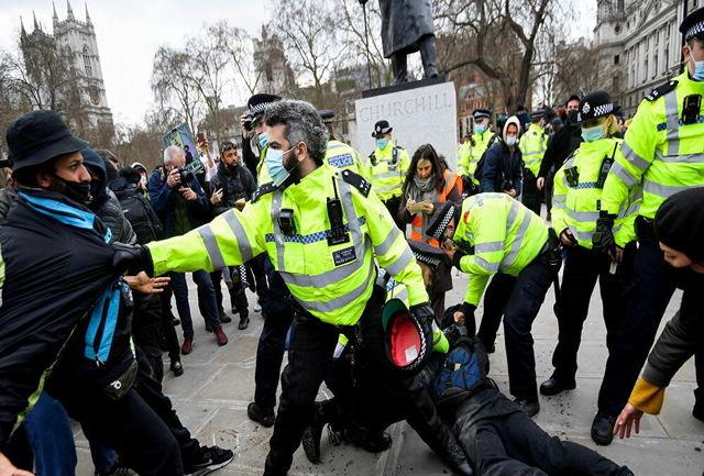 صدها انگلیسی در اعتراض به محدودیتهای کرونایی تظاهرات کردند