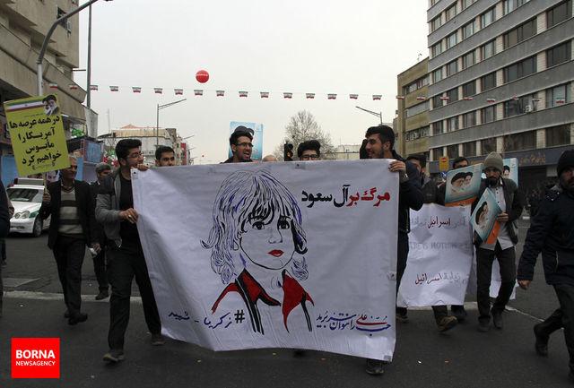 حاشیههای امروز حضور گسترده مردم/ نمایش موشکهای بالستیک سپاه در راهپیمایی 22 بهمن