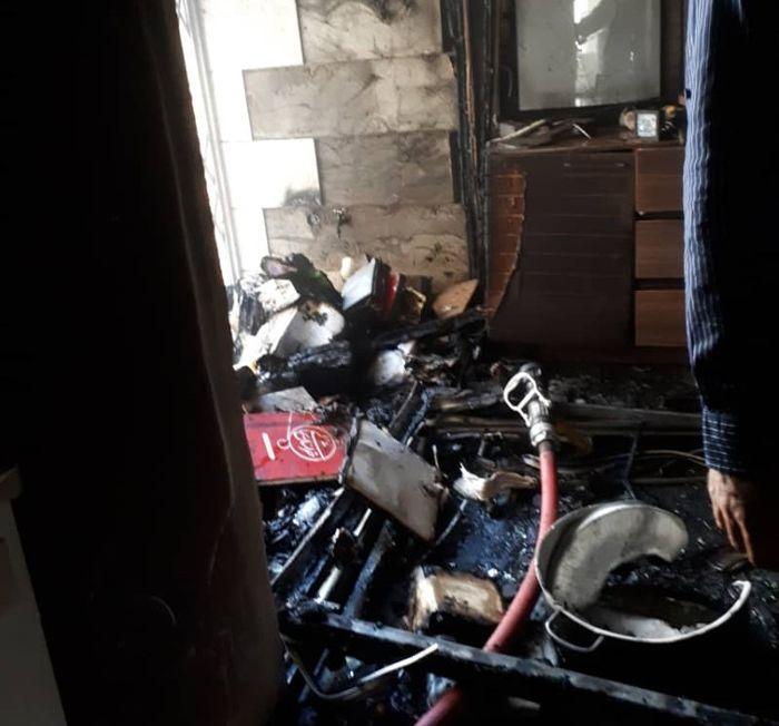 زغال منقل سه طبقه مسکونی را در اهواز به آتش کشید+ببینید