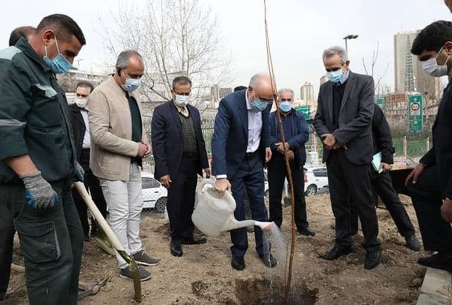آیین غرس نهال با حضور رئیس سازمان انرژی اتمی برگزار شد