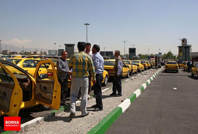 تعداد تاکسی های شهر تهران کاهش می یابد / خودروسازان داخلی به تاکسی رانی خودرو تحویل نمیدهند