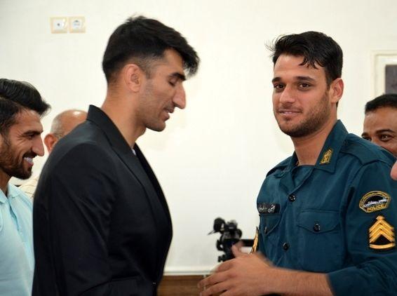 بیرانوند :من دست مامور نیروی انتظامی را می بوسم / همواره قدردان زحمات ماموران خدوم نیروی انتظامی هستیم