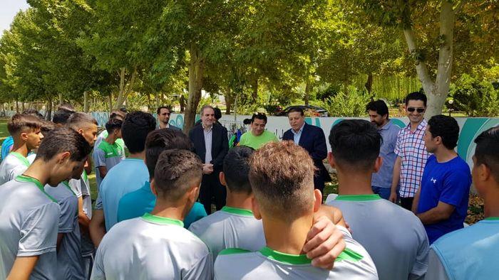 حضور عزیزی در تمرین تیم فوتبال نوجوانان
