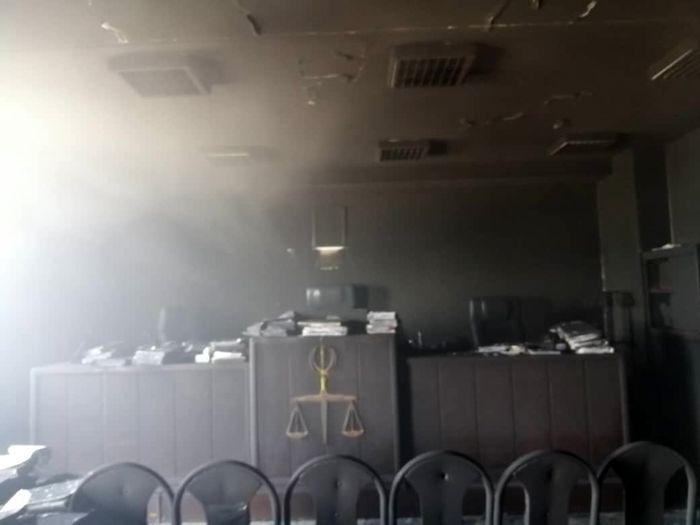 مجتمع قضایی تندگویان دچار آتش سوزی شد/انتقال یک آتش نشان به بیمارستان+ببینید