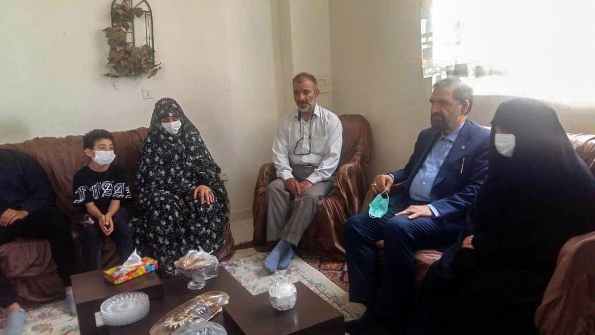 دیدار محسن رضایی با خانواده شهید احمد شاهی