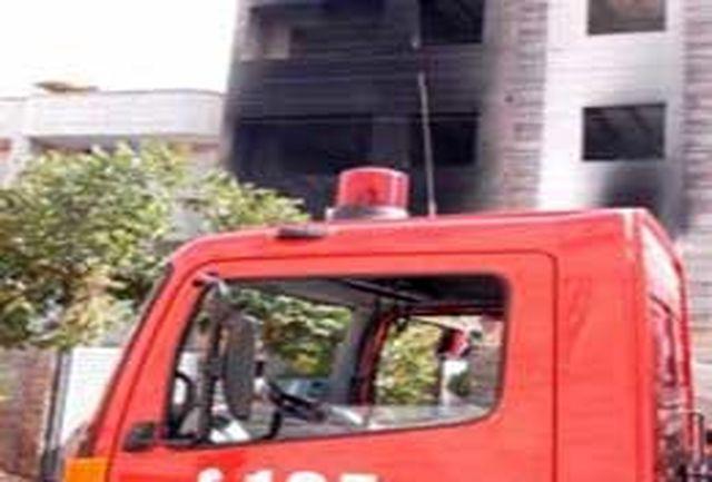 نجات اعضای مجتمع 36 واحدی از میان آتش و دود