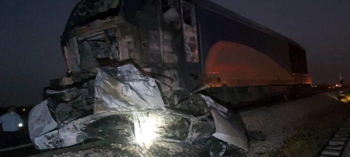 انفجار خودرو ۴۰۵ در برخورد با قطار مسافری اهواز-تهران/۳ سرنشین خودرو سوختند+ببینید