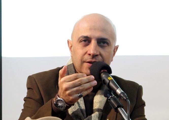 مهمانان خارجی قرار نیست از ما تعریف کنند / امیدوارم جشنواره جهانی فجر ادامه داشته باشد / بسیاری از پخشکنندهها فیلمشان را به مارکت ایران نمیدهند
