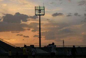 تجهیزات روشنایی ورزشگاه امام خمینی اراک