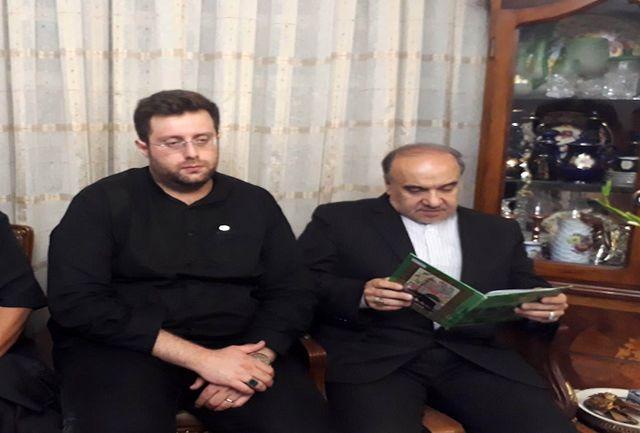 وزیر ورزش و جوانان در منزل مرحوم شفیع حضور پیدا کرد