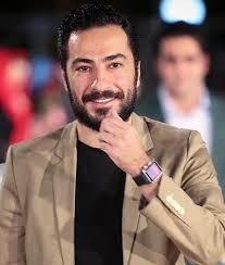 نوید محمدزاده و بهرام افشاری  روی صحنه تئاتر