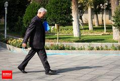 وزیر علوم رای خود را به صندوق انداخت