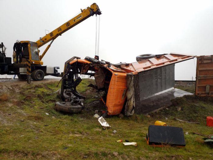 برخورد کامیون با قطار حادثه آفرید