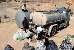 تامین آب شرب روستای لات در الموت غربی با تانکر انجام می شود