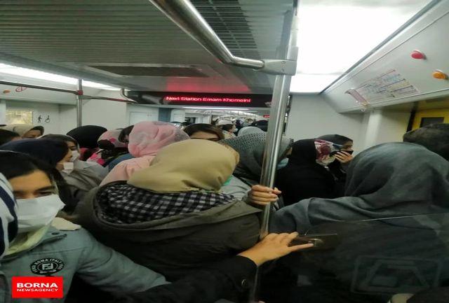 انفجار جمعیت در مترو در دومین روز اجرای کاهش ساعت کار حمل و نقل عمومی+عکس