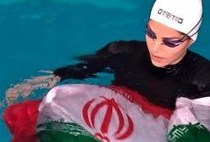 ثبت رکورد شنا با دستان بسته توسط بانوی خوزستانی