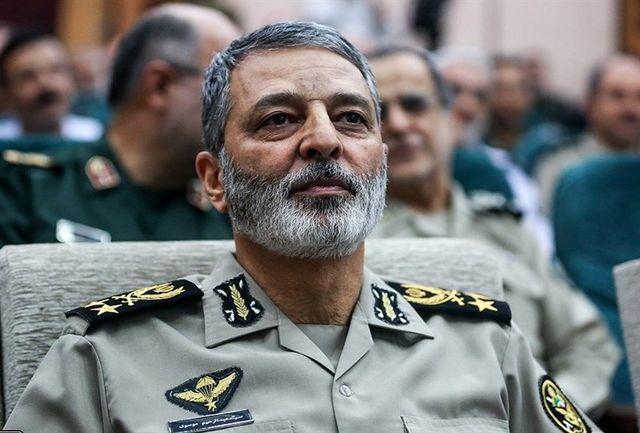 فرمانده ارتش روز معلم را تبریک گفت