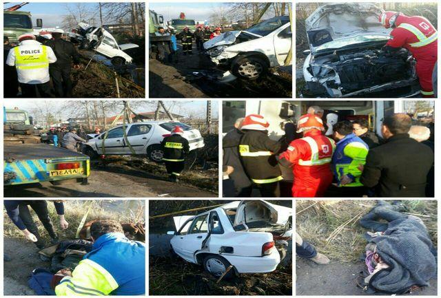 3 مصدوم در تصادف جاده رشت _ تهران/ محبوس شدن جوان 28 ساله در خودرو