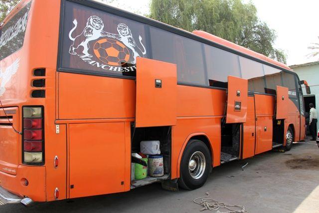 توقیف اتوبوس حامل البسه قاچاق در بندرعباس
