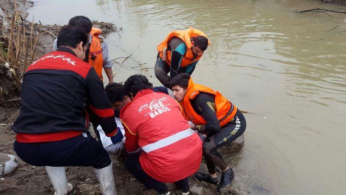 جسد پسر جوان شهریاری در رودخانه چالوس پیدا شد/ جستجو برای جسد دختر جوان ادامه دارد