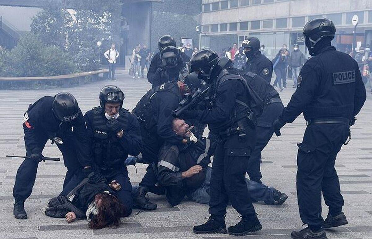 گاز اشکآور، پاسخ پلیس به معترضان