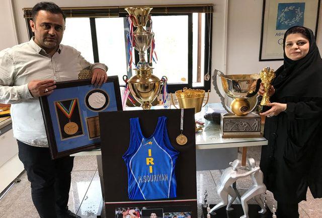 اهدا کاپ و مدال های ارزشمند کشتی به موزه ملی ورزش ،المپیک، پارالمپیک