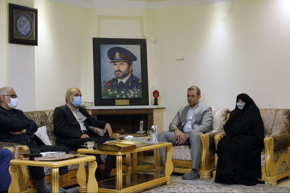 وزیر کشور خواستار ثبت خاطرات خانواده شهدای ناجا شد