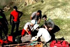 نجات پاراگلایدرسوار سقوط کرده در ارتفاعات مرند