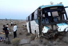 26 مصدوم حاصل برخورد اتوبوس و کامیون در محور ساوه همدان