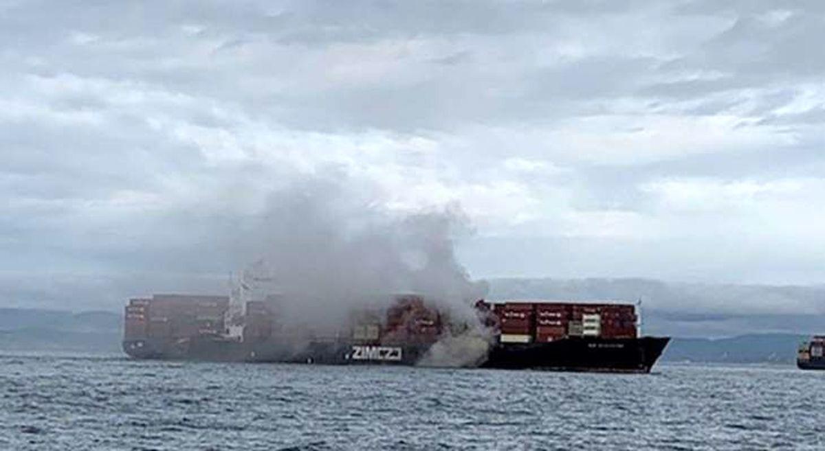 کشتی اسرائیلی آتش گرفت