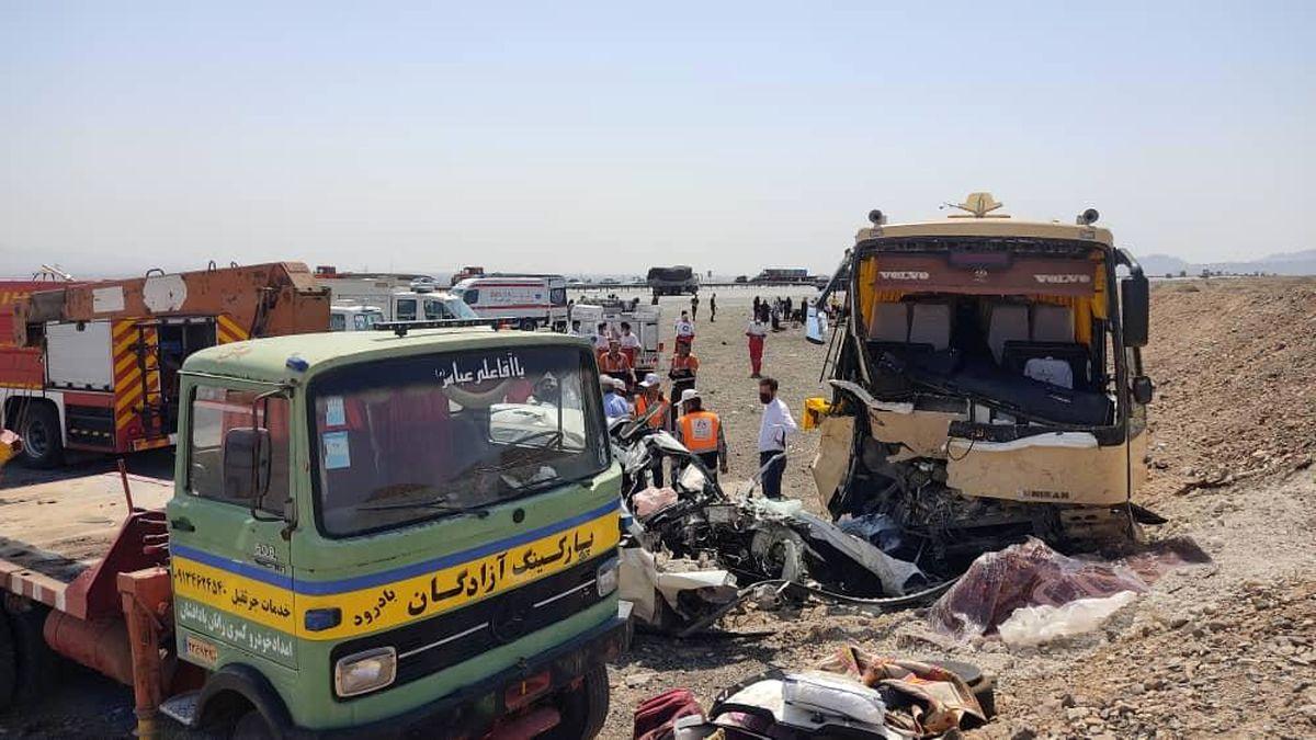 تصادف فجیع یک اتوبوس و سواری این بار در جاده نطنز به کاشان/ 5 نفر کشته شدند