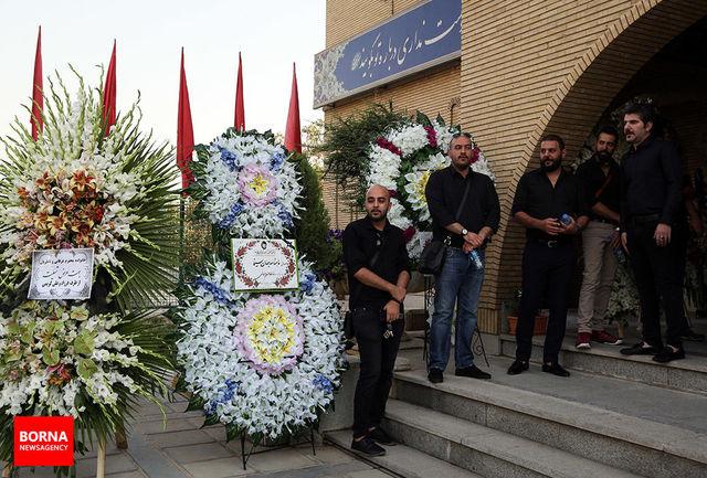 حسین عرفانی چراغ هر محفلی را روشن می کرد/ گزارشی از مراسم ختم مرحوم حسین عرفانی
