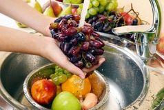 یک ترفند ساده و فوری برای شستن میوهها