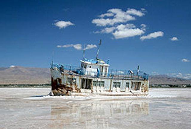 کشور در انتظار بحران طوفان نمک/ارائه 19راهکار هیات دولت برای احیای دریاچه ارومیه