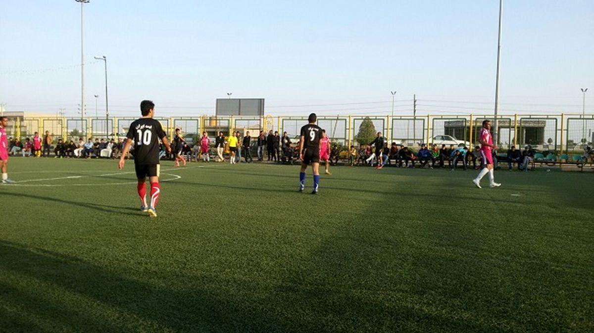 نخستین دوره مسابقات مینی فوتبال جام شهدای زرامین و نیروی انتظامی نهاوند برگزار می شود